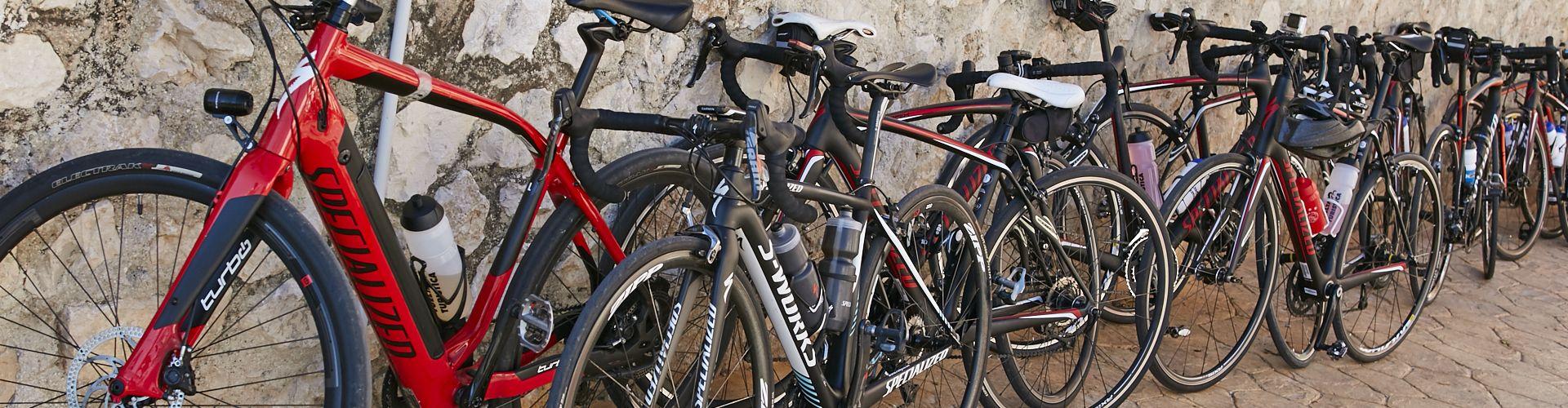 De fietsen tijdens een koffiestop